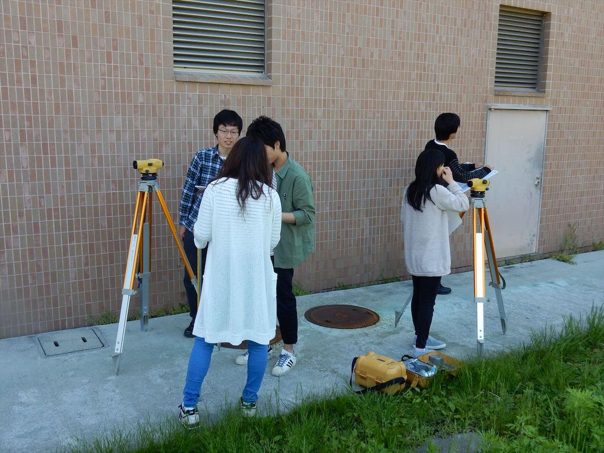 考古学実習水準測量の実習