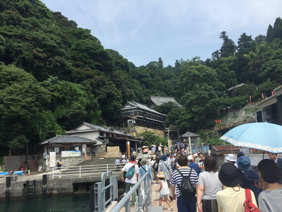 琵琶湖に浮かぶ竹生島の入り口