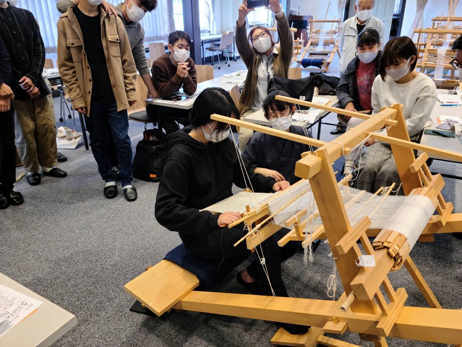 近江上布伝統産業会館での機織り体験